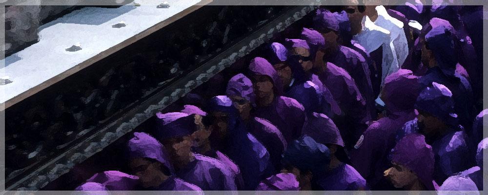 80 voksne mænd bærer Jesu podium Langfredag, Antigua, Guatemala